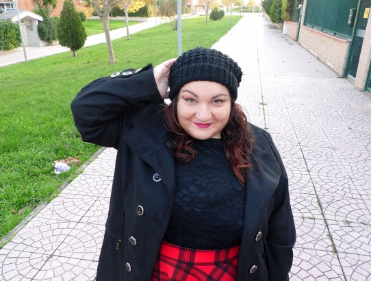 curvy & plus size outfit gonna tartan cappottino nero
