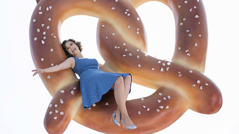 """Crazy Ex-Girlfriend -- """"Pilot"""" -- Image CEG101_1689 -- Pictured: Rachel Bloom as Rebecca Bunch -- Photo: Eddy Chen/The CW -- © 2015 The CW Network, LLC. All Rights Reserved."""